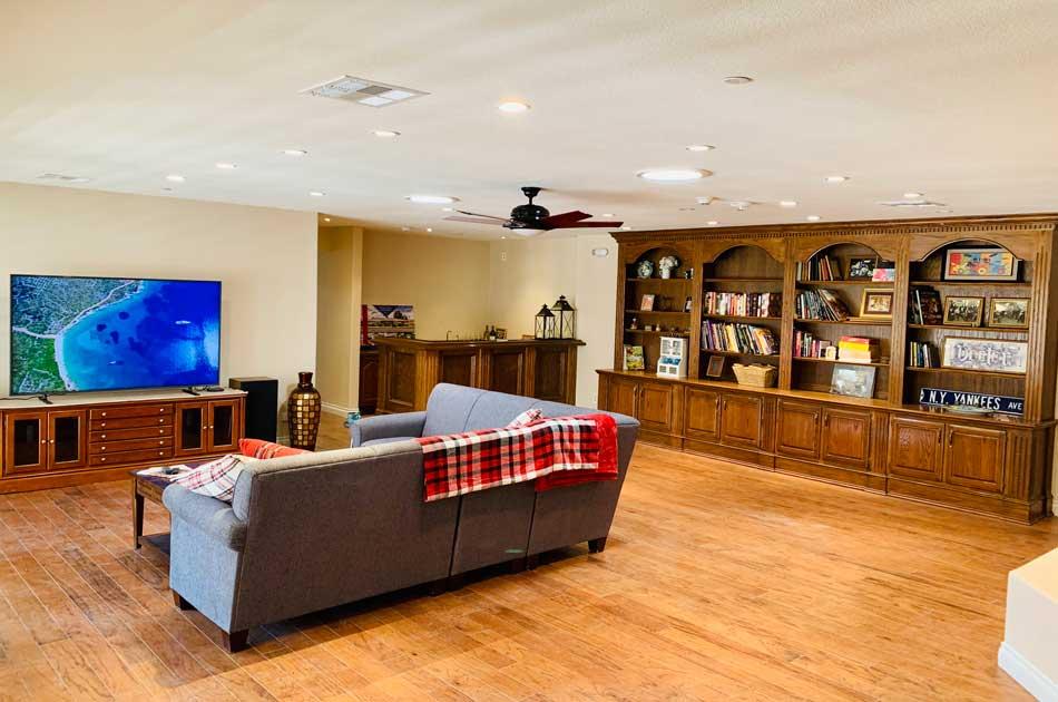 quail house living room library wet bar